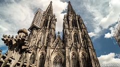 Cologne, Allemagne (01) (Lцdо\/іс) Tags: cologne köln germany deutschland architecture architektur dom cathédrale blue sky august août 2019 lцdоіс europe europa allemagne allemande deutsch citytrip city cityscape outdoor
