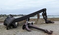 Amoco Cadiz anchor in Portsall (Sokleine) Tags: ancre anchor beach plage harbour port maréenoire 1978 seaside sea mer portsall 29 finistère bretagne breiz brittany france