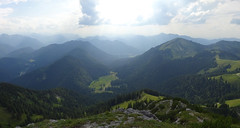 Röhrelmoos-Panorama (bookhouse boy) Tags: 2019 19juli2019 berge mountains alpen alps bayerischevoralpen rosstein tegernseertal kreuth tegernseerhütte sonnbergalm altweibersteig