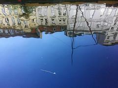 Alles im Fluss (Renate R) Tags: berlin spreekanal spiegelung reflections houses boat stick innamoramento