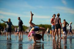 • (Vénus Au Miroir Photography) Tags: copyright©vénusaumiroir miroirdeau bordeaux enfants touristes gymnaste gym mafille
