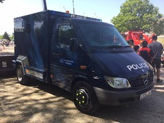 6462 - MET POL - LX06 EWJ - 32387198 (2) (Call the Cops 999) Tags: metropolitan police met metpol constabulary policing law and order enforcement mercedes benz sprinter cat a prisoner transport vehicle lx06 ewj brooklands museum 999 emergency services day bank holiday monday 13 may 2018 112 101