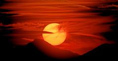Il Sole Scende (G.Sartori.510) Tags: pentaxk1 pentaxkelicoidfocuser walimexifmc650mmf76 sun nuvole sunset clouds tramonto sole