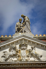 Baron Hardwicke's Arms (alasdair massie) Tags: frieze architecture wimpolehall carving building statue nationaltrust listed royston england unitedkingdom