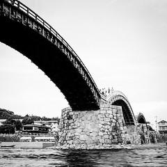 Kintai Bridge, Iwakuni, Yamaguchi Prefecture, Japan 錦帯橋、岩国市、山口県 (Mr Mikage (ミスター御影)) Tags: 2002 architecturebridge architecturetraditionaljapanese countryjapan countryjapaniwakuni natureriver nikon f100 happyplanet asiafavorites