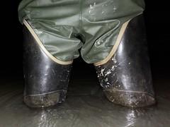 Bullseye Hood (essex_mud_explorer) Tags: bullseyehood waders thighwaders hip thigh rubber boots cuissardes watstiefel gummistiefel rubberlaarzen rubberboots wading waterproof water wadingthroughwater