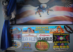 Autocollants apposés dans la cabine du bus  relatifs aux sites traversés  dans l'Ouest des USA (Pierre Andre Leclercq) Tags: usa navajo ouestaméricain arizona utah etatsunis