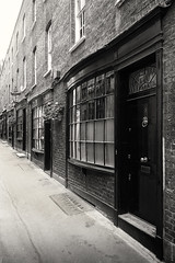 In Search Of Magic (Ian Smith (Studio72)) Tags: rx100 sonyrx100 sony uk england london coventgarden goodwinscourt diagonalley 17thcentury architecture street alleyway alley backstreet secretlondon hiddenlondon oldlondon old vintage historic history charlesdickens window buildings bw bnw nb blackandwhite mono monochrome sepia studio72
