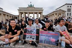Solidarität in Berlin mit Demokratiebewegung in Hongkong (tsreportage) Tags: 817 auge berlin brandenburggate brandenburgertor china demonstration hongkong menschenrechte schild solidaritaet demo democracy eye freehongkong hkpolicestate honkongsprotests humanrights policeviolence protest rally sign solidarity germany