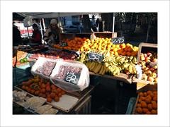 Fruits (W Gaspar) Tags: montevideo montevidéu urban uruguay uruguai southamerica latinamerica photoborder people fruits food fresh trade street geotagged travel fujifilm finepix x10 freefair