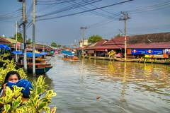Amphawa floating market in Samut Songkhram, Thailand (UweBKK (α 77 on )) Tags: amphawa floating market shopping canal khlong river riverside boat samutsongkhram samut songkhram province thailand southeast asia sony alpha 77 slt dslr