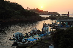 Sunset (Teruhide Tomori) Tags: sunset sun landscape shore seashore coast kyoto sea ocean kyotango amino fishingharbor japan japon 三津漁港 網野 京丹後 丹後半島 京都 海 日本 日本海 夕日 漁船 fishingboat