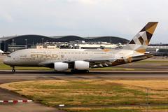 Etihad Airways | Airbus A380-800 | A6-APD | London Heathrow (Dennis HKG) Tags: aircraft airplane airport plane planespotting canon 7d 70200 london heathrow egll lhr etihadairways etihad ey etd uae airbus a380 a380800 airbusa380 airbusa380800 a6apd