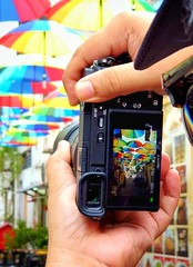 Through my lens (-Faisal Aljunied - !!) Tags: faisalaljunied streetphotography umbrellas sonya6400 penang armenianstreet photographer camera focusing