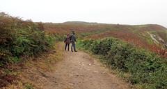 Pointe de Kermorvan dans la brume... (Sokleine) Tags: kermorvan lande chemin randonnée rando walk misty brume rainy people leconquet 29 1thème 1mois finistère bretagne brittany france paysage landscape