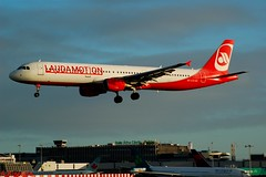 LAUDAMOTION A321 OE-LCS (Adrian.Kissane) Tags: airline airliner airport aircraft airbus jet plane aeroplane ireland flight flying sky landing arriving outdoors 1994 1822019 a321 dublinairport dublin laudamotion lauda