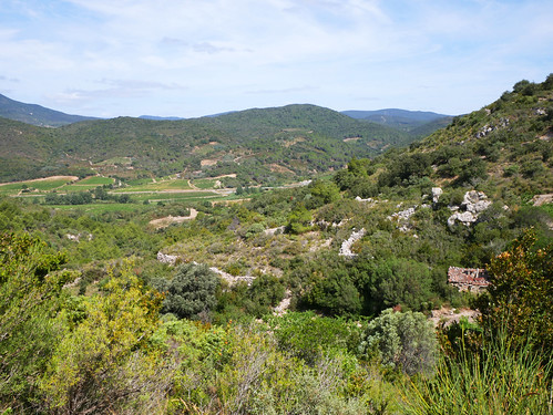 Chateau d'Aguilar countryside