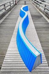 Wave (Mike Bonitz) Tags: deutschland germany schleswigholstein meer ostsee balticsea seebrücke pier sitzbank seat welle wave blau blue architektur architecture instagram huaweip20