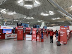 Busy Stansted Airport (firehouse.ie) Tags: england london airport flughafen stansted stn