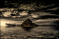 Sometimes... (Lato-Pictures) Tags: frankreich france normandy normandie mont saint michel unesco wolken clouds nubes nuages see meer sea mar nacht night noche nuit himmel sky cielo ciel cosmos berg mountain monte monastery kloster schatten shadow ombre ombra licht bright clair luce luz ‪sonne‬ sun soleil sonnenaufgang sunrise skyline