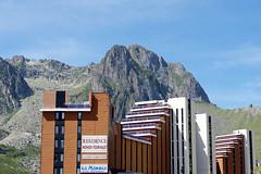 La ville à la montagne : La Mongie (bernarddelefosse) Tags: lamongie hautespyrénées occitanie france montagne