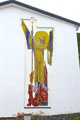 St Mikael kirke (Brian Aslak) Tags: stmikaelkirke stmichaelchurch catholic church kirik igreja kirke hammerfest hámmárfeasta finnmark finnmárku nordnorge kvaløya fálá davvinorga norge norga norway scandinavia europe arctic town north mosaic mural