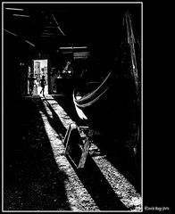 passato, presente e, speriamo, futuro (magicoda) Tags: italia italy magicoda foto fotografia venezia venice veneto maggidavide davidemaggi passione passion isola island luce light emozione emotion candid voyeur mosso persone people ombre shadow x100 x100t fuji fujifilm mirrorless woman women barefoot bianco nero black white bn bw mono monochrome 2019 coppia couple spritz rio canale channel acqua riflesso reflexion santrovato squero gondola gondol backlight porta door bambino boy past present future dorsoduro
