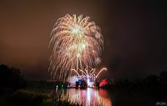 Feuerwerk / Castle Spectacle (K-PIXEL-N) Tags: feuerwerk nacht braunschweig richmond schlossrichmond schlossspektakel2019 canon eos 5d wasser canoneos5dmarkiv abend firework