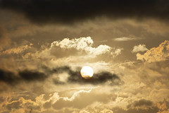 Atardecer en Valencia 35 (dorieo21) Tags: cloud clouds sunset nube nubes nuage nuages nuvola nuvole sky cielo ciel sunlight atardecer ocaso crépuscule crepúsculo soleil sol sole nikon d7200 teleobjetivo telephoto teleobjectiv teleobjective téléobjectif teleobjetiv telefoto nwn sonne sun himmel volken volke sonnenuntergang albaluminis