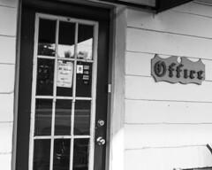 No Vacancy (trainmann1) Tags: nikon d7200 nikkor 18200mm amateur handheld pa pennsylvania summer july 2019 lincolnmotel motel office novacancy door closed bw blackwhite blackandwhite desaturated kutztown