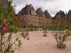 Place Ducale - Charleville-Mézières - 01 (yannick085) Tags: placeducale france ardennes grandest charlevillemezieres charleville mezieres