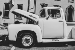 F-100 (trainmann1) Tags: nikon d7200 nikkor 18200mm amateur handheld pa pennsylvania summer july 2019 bw blackwhite blackandwhite desaturated outside outdoors carshow classiccars classics antique relic car truck show kutztown town smalltown mainstreet