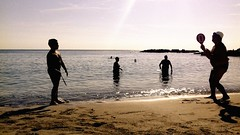Beach Tennis (AndDB) Tags: samsungj3 cellulare colori spiaggia beach racchettoni estate sun summer acqua mare sea sport portavecchia monopoli sabbia battigia tennis controluce