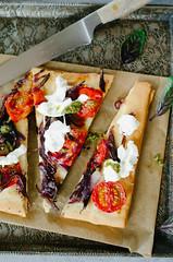 Fougasse oignon burrata tomate (tangerine_zest) Tags: pizza fougasse focaccia tomate burrata recette moutarde oignon pesto basilic vegetarien