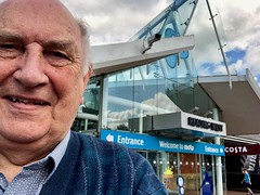 On my way 117-366 (13-4501) (♔ Georgie R) Tags: m4 readingservices reading berkshire