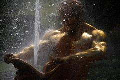 Instant (Aphélie) Tags: ле́тний петербу́рг petersburg petersbourg saint peterhof петергоф gold fontaine fountain soe