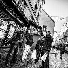 ShoppingChat1.jpg (Klaus Ressmann) Tags: omd em1 fparis france iaowa75mm klausressmann peoplestreet winter blackandwhite candid chatting flcpeop friends shopping squareformat streetphotography unposed omdem1