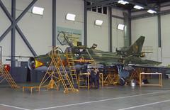 East German maintenance (Rob Schleiffert) Tags: sukhoi su22 fitter eastgermanairforce luftstreitkräfte laage 546 2507