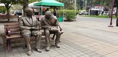 Mom & Pop Bench (Bill 3 Million views) Tags: market bronze statue park veteransmemorialpark 75 bench alwaysfull