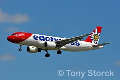 HB-IHY (bwi2muc) Tags: lhr airport airplane aircraft airline plane flying aviation spotting spotter airbus a320 edelweiss swiss hbihy edelweissair swissinternationalairlines heathrowairport heathrow londonheathrow