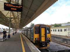 Okehampton service in the bay at Exeter St Davids- platform 2 passenger service :o (ian.dinmore) Tags: exeterstdavids greatwesternrailway okehampton exetertookehamptonrailway devonbranchline tarkaline