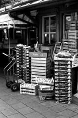 18.08-10 (analogish) Tags: 35mm 135film agfaphotoapx100 leicamp münchen munich reflectaproscan7200 viktualienmarkt viktualienmarktfoodmarket voigtländernokton50mmf15m39