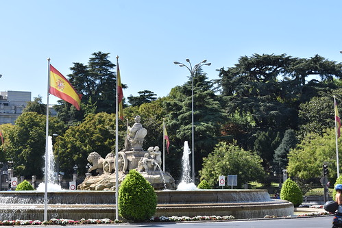 The Cibeles fountain seen from behind