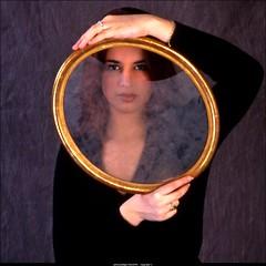 Laura encadrée 2  _cr (villatte.philippe) Tags: laura portrait couleur cadre fuji sensia 10 iso studio flash