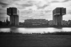 Kranhäuser (info@js-fotogalerie.de) Tags: schwarzweis schwarz weis stadt häuser gebäude architektur köln rhein rheinufer hafen