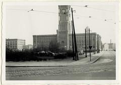 AlbumG256 Das Rote Rathaus, Sowjetsektor, Berlin, April 1957 (Hans-Michael Tappen) Tags: archivhansmichaeltappen albumg berlinfahrt wiederaufbau 1957 1950s 1950er ostberlin dasroterathaus berlinmitte