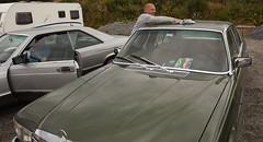 Jan-Helge tries to keep the 1973 W116 280 SE dry, while raining - IMG_6974-e (Per Sistens) Tags: cars thamsløpet thamsløpet19 orkladal veteranbil veteran mercedes mercedesbenz w116 w126 c126 coupes