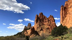 Garden of the Gods (__ PeterCH51 __) Tags: gardenofthegods coloradosprings colorado usa america amerika landscape scenery red rocks redrocks nature naturalwonder naturalwonders landschaft clouds sky iphone peterch51
