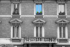 Fassade --- Façade (der Sekretär) Tags: aussenwand backsteine balkon balkonpflanze detail fassade fenster fensterbrett fensterladen gewächs italien italy mailand mauerwerk milano pflanze stein steine wand ziegel ziegelsteine balkony balkonyplant brick bricks closeup exteriorwall facade façade front gemauert growth outsidewall plant stone wall window windowshutter windowsill windows