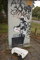 The Imker (Arne Kuilman) Tags: 25mm zeiss d700 nederland netherlands theimker nijmegen streetart decal imker beekeeper wasbak